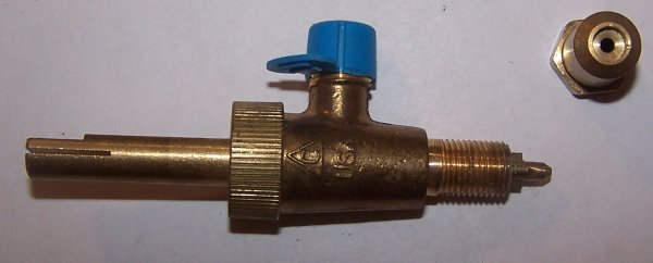 Standard gas valve with needle adjustment